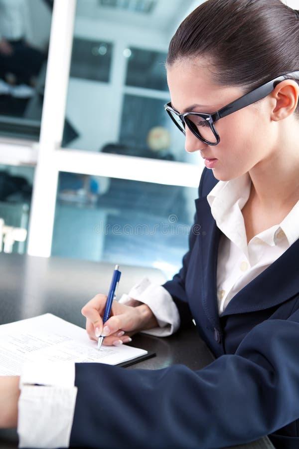 γράψιμο γραμματέων σημειώσ& στοκ εικόνα με δικαίωμα ελεύθερης χρήσης