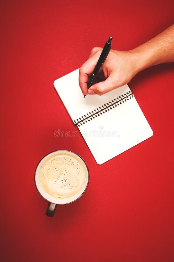 Γράψιμο κάτι με τη μάνδρα στοκ φωτογραφίες με δικαίωμα ελεύθερης χρήσης