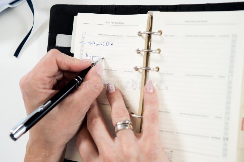 Γράψιμο στο ημερολόγιο στοκ φωτογραφίες με δικαίωμα ελεύθερης χρήσης