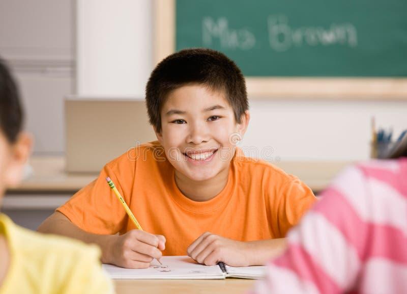 γράψιμο σχολικών σπουδα& στοκ φωτογραφία με δικαίωμα ελεύθερης χρήσης