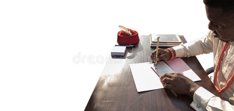 Γράψτε μια επιταγή/έναν έλεγχο για την επιχείρηση στην Αφρική στοκ εικόνα με δικαίωμα ελεύθερης χρήσης