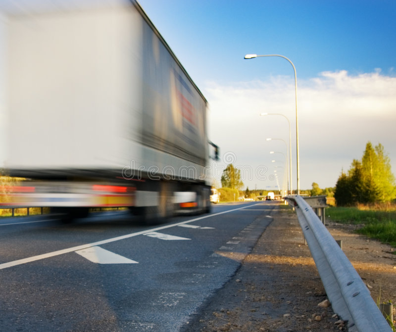 γρήγορα κινούμενο truck στοκ εικόνες