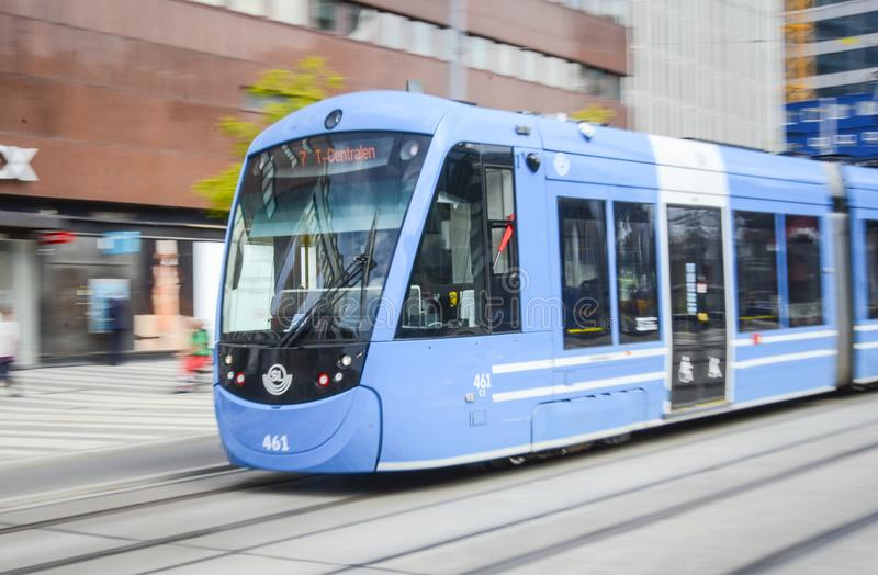 Γρήγορα πηγαίνοντας τραμ πόλεων της Στοκχόλμης στοκ φωτογραφίες