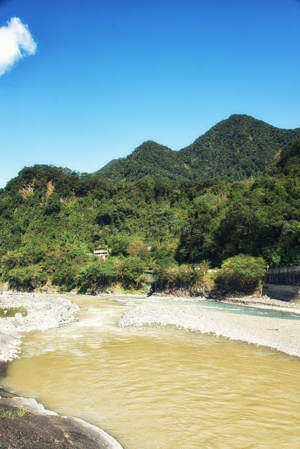 Γρήγορα ρέοντας ποταμός σε Wulai, Ταϊβάν στοκ φωτογραφίες με δικαίωμα ελεύθερης χρήσης