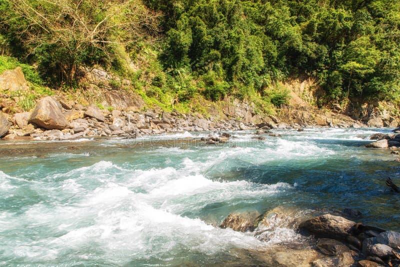 Γρήγορα ρέοντας ποταμός σε Wulai, Ταϊβάν στοκ φωτογραφία με δικαίωμα ελεύθερης χρήσης