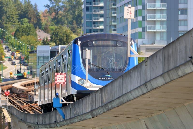 Γρήγορη αμαξοστοιχία περιφερειακού σιδηροδρόμου διέλευσης του Βανκούβερ στοκ εικόνα με δικαίωμα ελεύθερης χρήσης