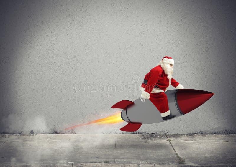 Γρήγορη παράδοση των δώρων Χριστουγέννων έτοιμων να πετάξουν με έναν πύραυλο στοκ φωτογραφίες με δικαίωμα ελεύθερης χρήσης