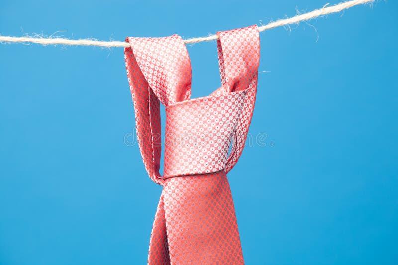 Γραβάτα και δεσμός σε ένα σχοινί στοκ εικόνες