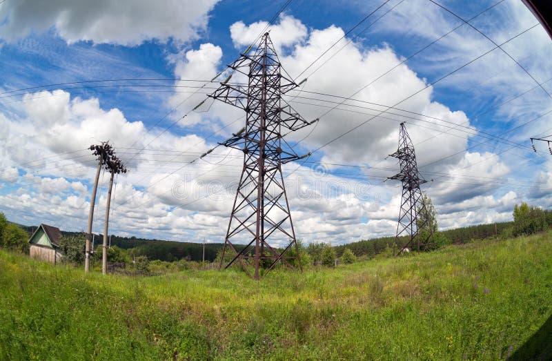 Γραμμές ηλεκτρικής δύναμης στοκ φωτογραφίες