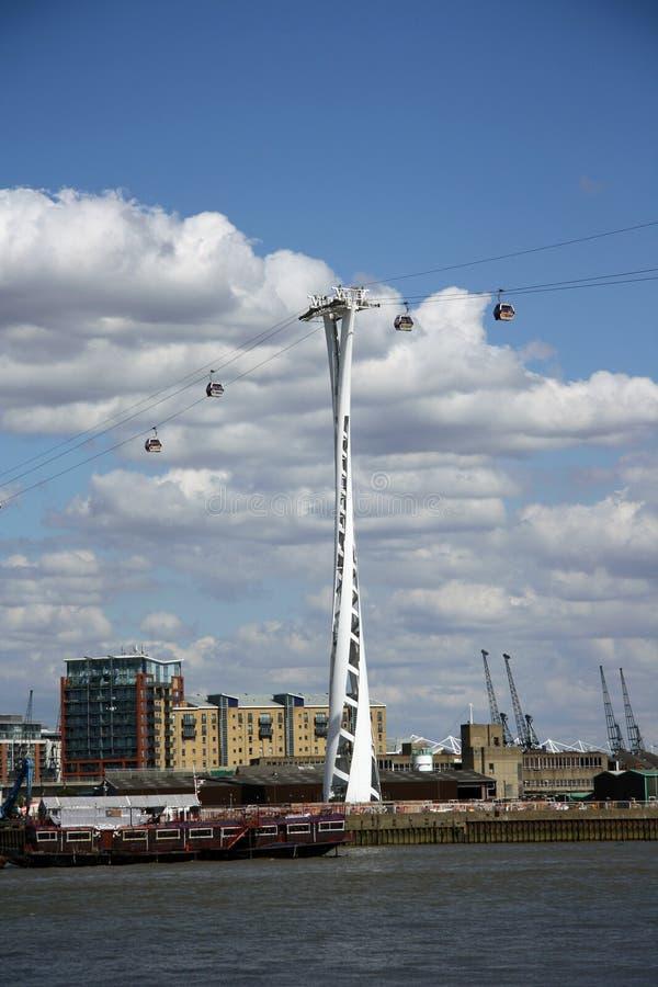 Γραμμή αέρα εμιράτων (τελεφερίκ) στο Λονδίνο στοκ εικόνα με δικαίωμα ελεύθερης χρήσης