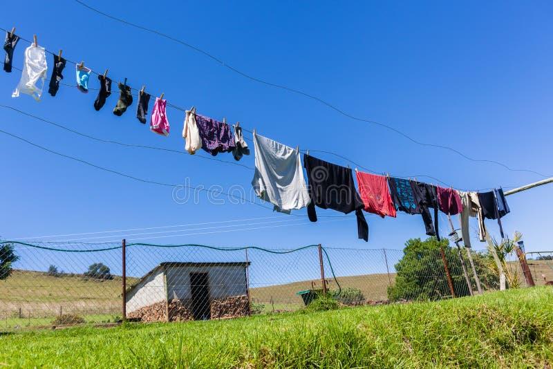 Γραμμή ενδυμάτων αγροτικής πλύσης στοκ εικόνες με δικαίωμα ελεύθερης χρήσης