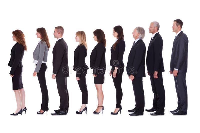 Γραμμή επιχειρηματιών στο σχεδιάγραμμα στοκ εικόνα με δικαίωμα ελεύθερης χρήσης