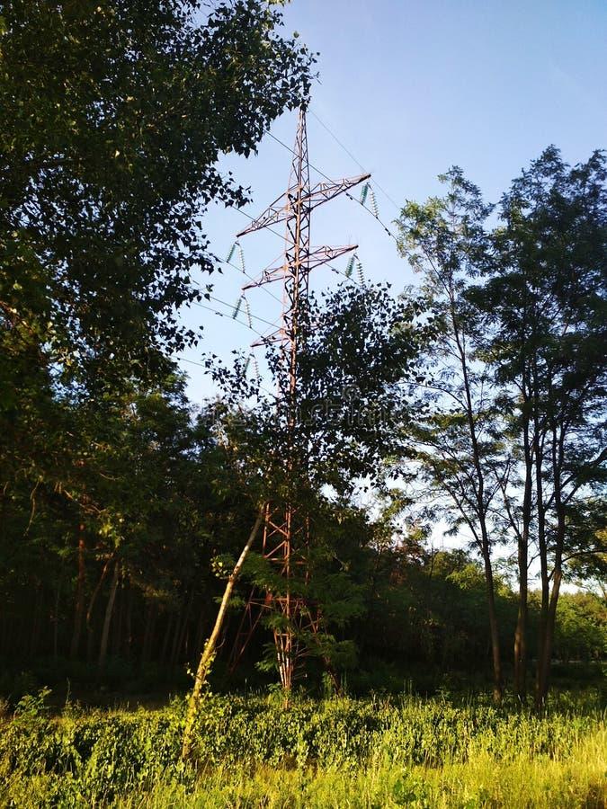 Γραμμή μετάδοσης tower στοκ φωτογραφίες