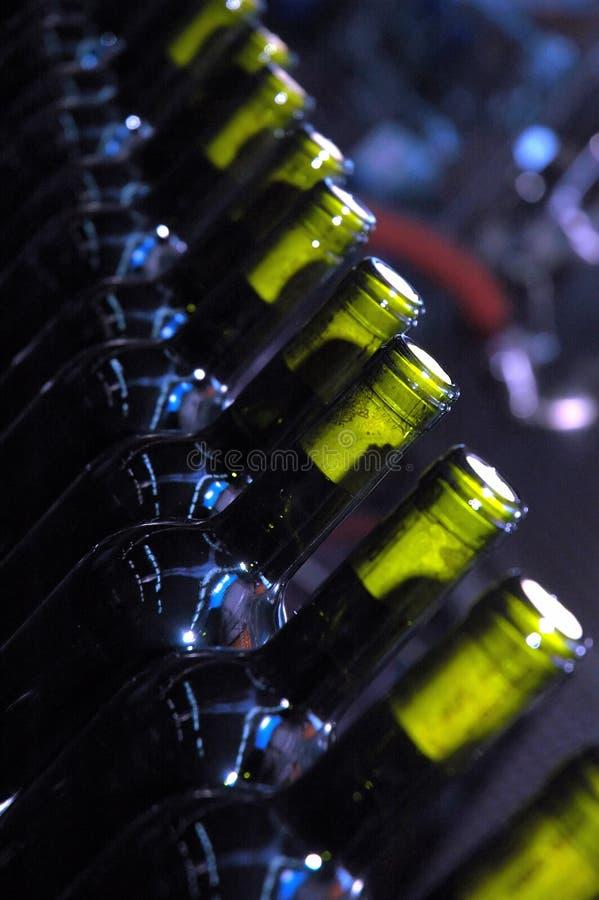 Download γραμμή μπουκαλιών στοκ εικόνα. εικόνα από παλέτα, γυαλί - 1532401