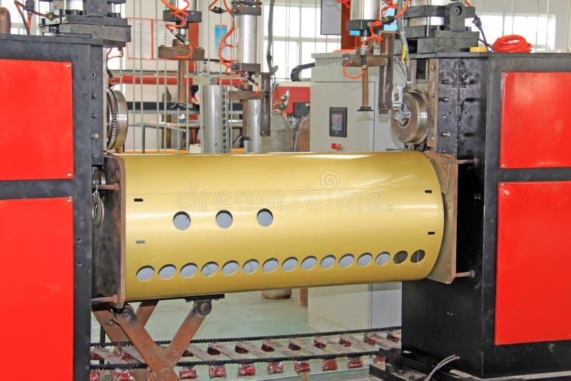 Γραμμή παραγωγής εξοπλισμού ηλιακής ενέργειας σε ένα εργοστάσιο στοκ εικόνες