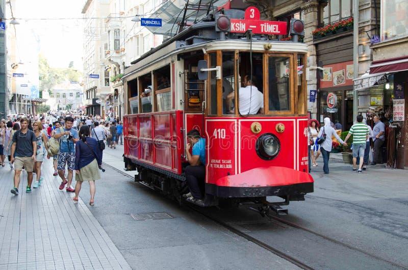 Γραμμή τραμ φημών στη Ιστανμπούλ Taksim στοκ εικόνα