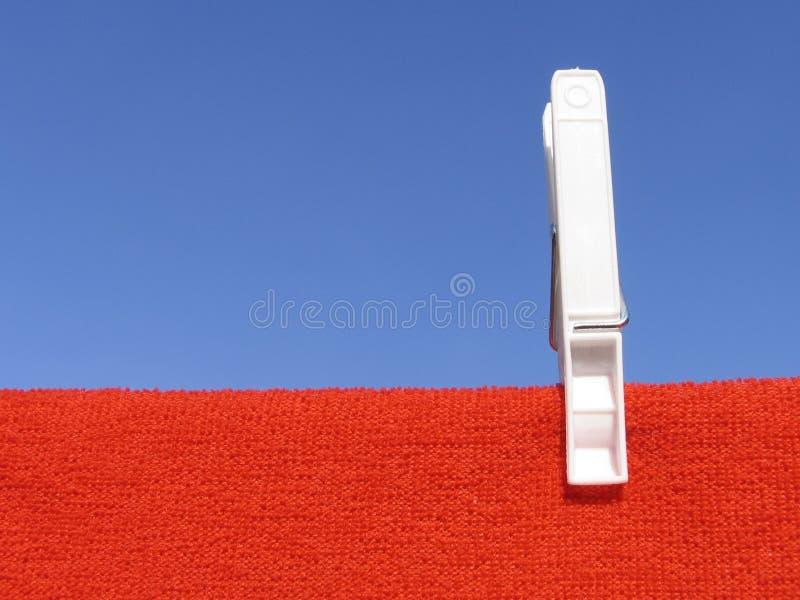 Download γραμμή 4 ενδυμάτων στοκ εικόνα. εικόνα από κόκκινος, γραμμή - 95957