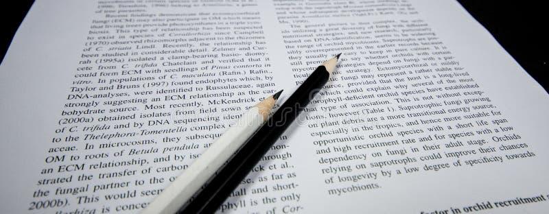 Γραπτά μολύβια στο texbook στοκ εικόνα