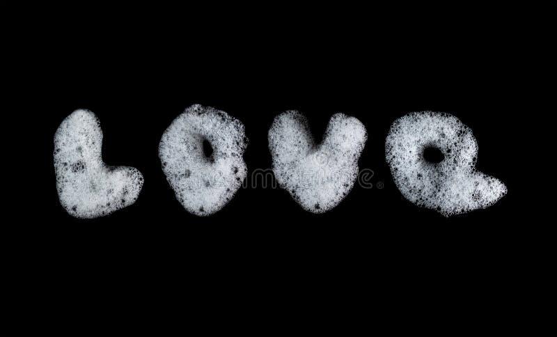 Γραπτές φυσαλίδες αφρού σαπουνιών λέξης αγάπη Lather αριθμού, suds, σύσταση ντους και σχέδιο Μαύρη ανασκόπηση στρέψτε μαλακό στοκ φωτογραφία με δικαίωμα ελεύθερης χρήσης