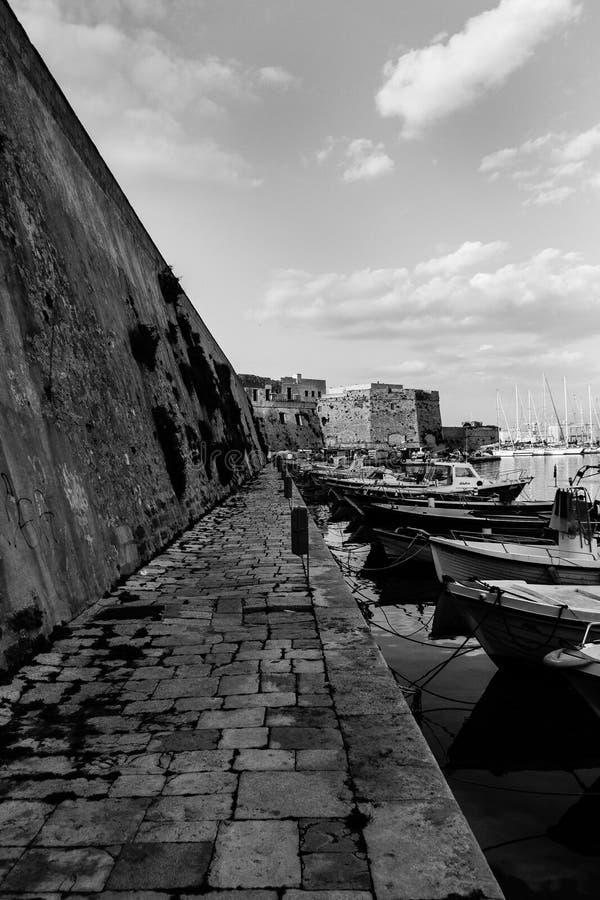 Γραπτή άποψη της προκυμαίας Gallipoli στοκ φωτογραφία με δικαίωμα ελεύθερης χρήσης