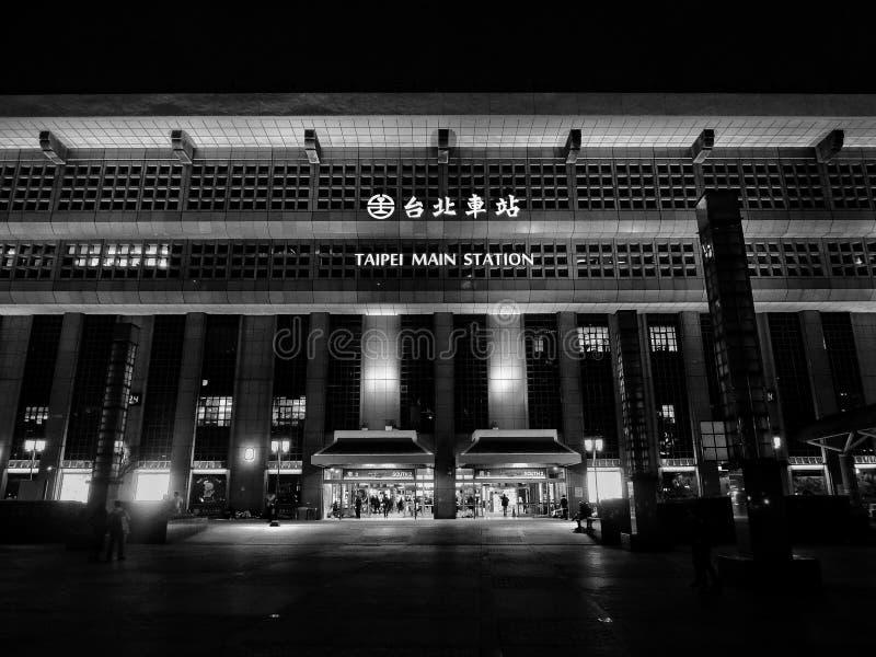 Γραπτή φωτογραφία του κύριου κτηρίου σταθμών του Ταιπέι στοκ φωτογραφία