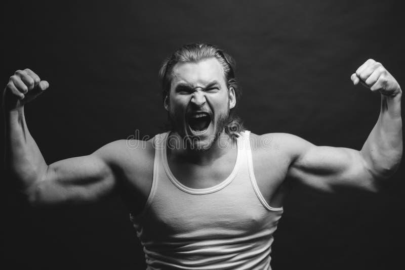 Γραπτή φωτογραφία του Πεκίνου, Κίνα 0 αθλητικός τύπος που παρουσιάζει σκληρά musculars του στοκ φωτογραφία