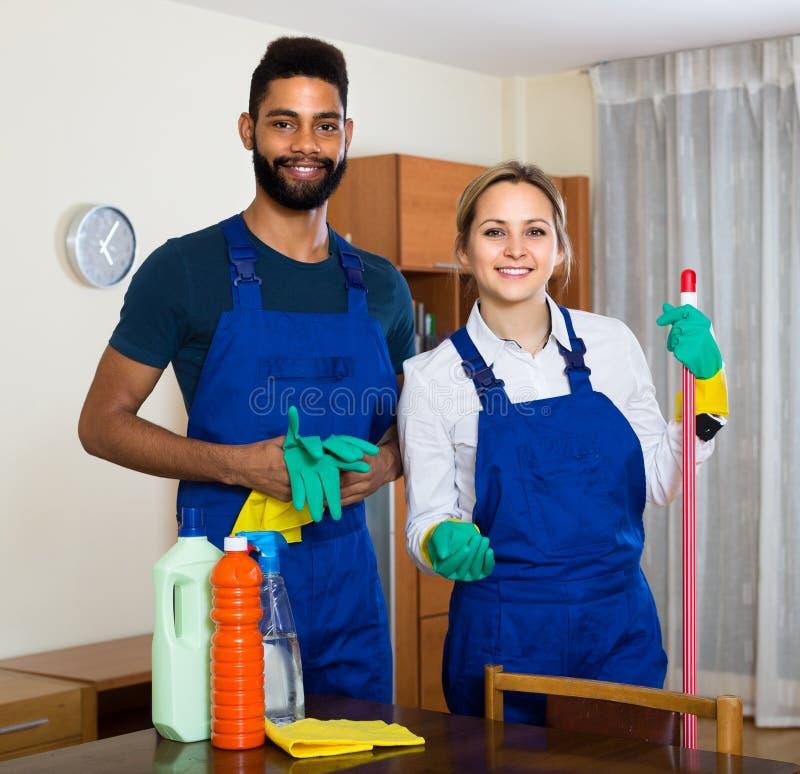Γραπτοί καθαριστές στην εργασία στοκ εικόνα