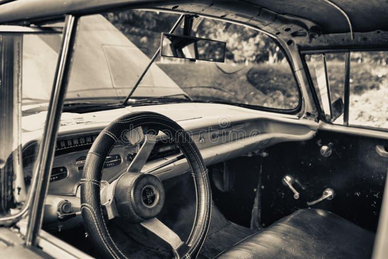 Γραπτός τόνος του παλαιού αμερικανικού εσωτερικού αυτοκινήτων στην Αβάνα στοκ φωτογραφία με δικαίωμα ελεύθερης χρήσης