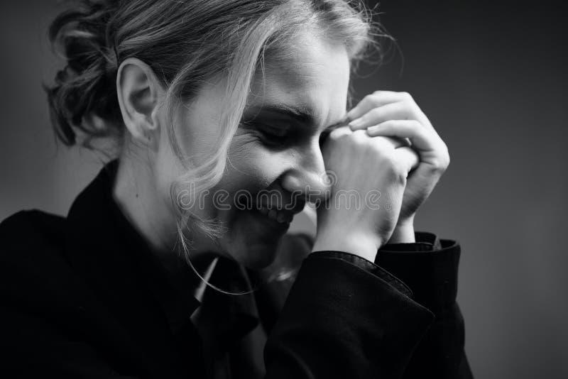 Γραπτό πορτρέτο μιας όμορφης γυναίκας στοκ εικόνες
