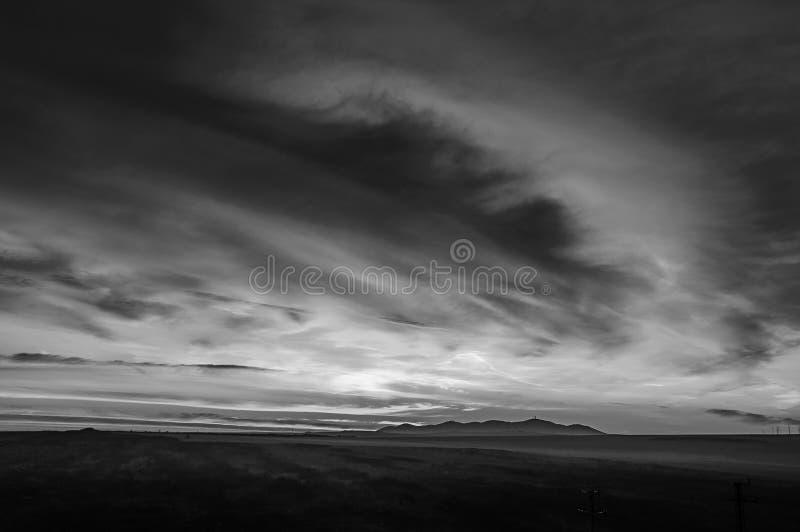Γραπτό τοπίο με τα σύννεφα στοκ εικόνες