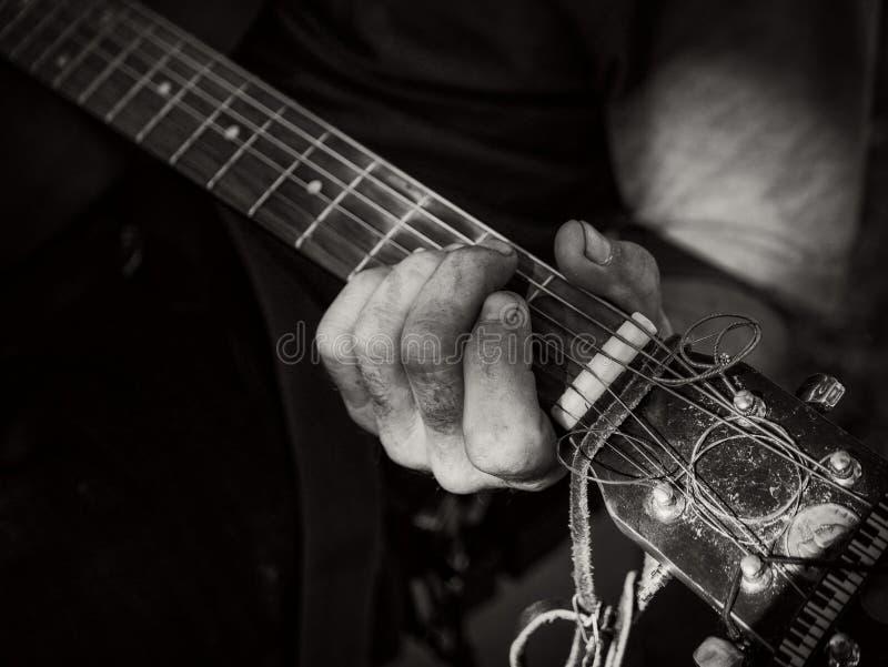 Γρατζουνήξτε την κιθάρα στοκ εικόνες