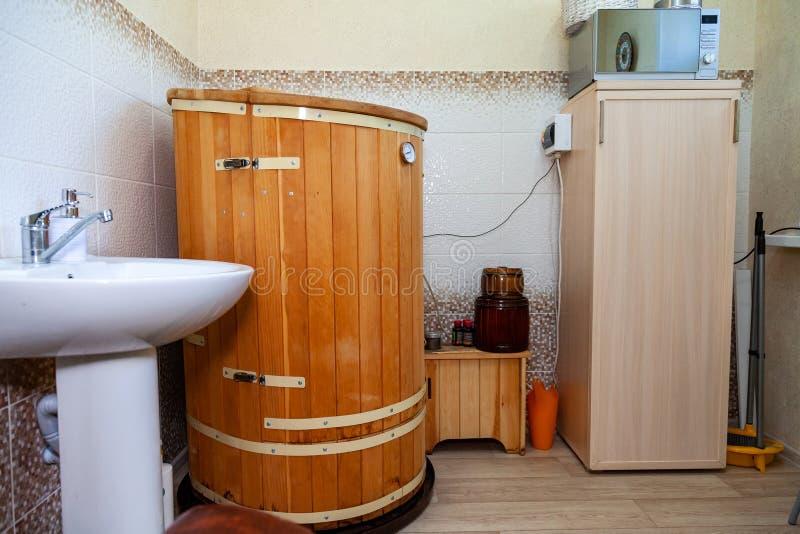 Γραφείο για cosmetology τις διαδικασίες, το υπόλοιπο και την αποκατάσταση με τα ξύλινα φυτο βαρέλια για τη SPA, τη φροντίδα welln στοκ εικόνες με δικαίωμα ελεύθερης χρήσης