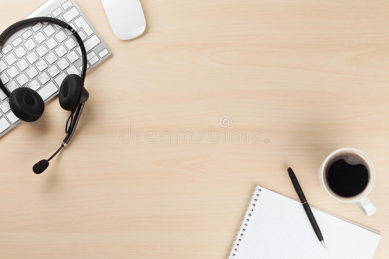 Γραφείο γραφείων με την κάσκα Υποστήριξη τηλεφωνικών κέντρων στοκ εικόνα