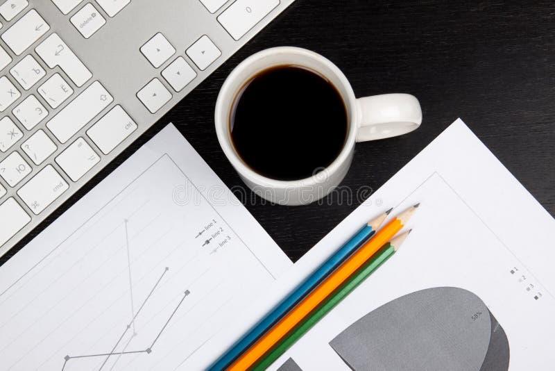 Γραφείο γραφείων με τον καφέ στοκ φωτογραφία