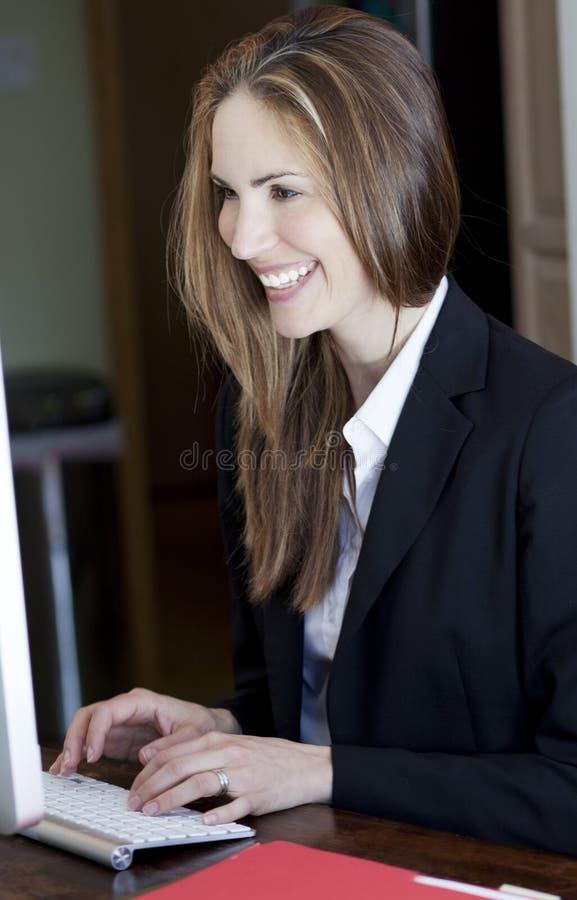 Γραφείο επιχειρηματιών στο σπίτι στοκ εικόνες με δικαίωμα ελεύθερης χρήσης