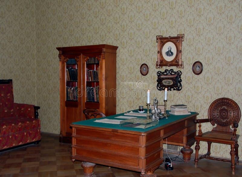 Γραφείο στο διαμέρισμα-μουσείο του συγγραφέα Fyodor Dostoevsky σπουδαίου Ρώσου στοκ φωτογραφία με δικαίωμα ελεύθερης χρήσης