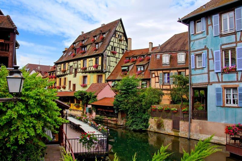 Γραφικά κατά το ήμισυ εφοδιασμένα με ξύλα σπίτια της Colmar, Αλσατία, Γαλλία στοκ φωτογραφίες με δικαίωμα ελεύθερης χρήσης