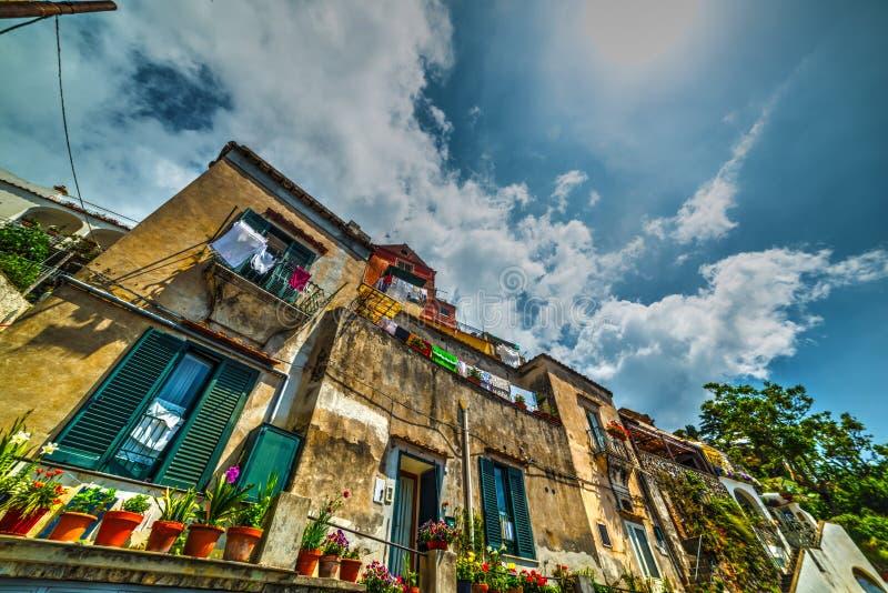 Γραφικά κτήρια σε παγκοσμίως διάσημο Positano στοκ φωτογραφίες