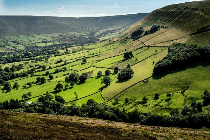 Γραφική άποψη σχετικά με τους λόφους κοντά σε Edale, μέγιστο εθνικό πάρκο περιοχής, Derbyshire, Αγγλία, UK στοκ φωτογραφία με δικαίωμα ελεύθερης χρήσης