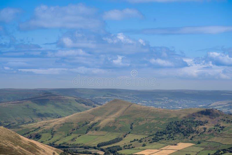 Γραφική άποψη σχετικά με τους λόφους κοντά σε Edale, μέγιστο εθνικό πάρκο περιοχής, Derbyshire, Αγγλία, UK στοκ εικόνα