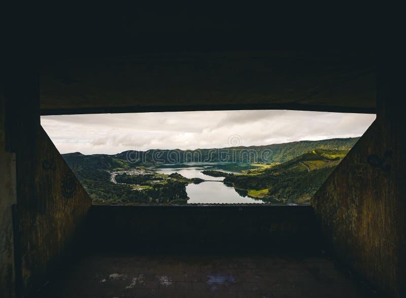 Γραφική άποψη της λίμνης Sete Cidades επτά λίμνη πόλεων, μια ηφαιστειακή λίμνη κρατήρων στο νησί του Miguel Σάο, Αζόρες στοκ φωτογραφία με δικαίωμα ελεύθερης χρήσης
