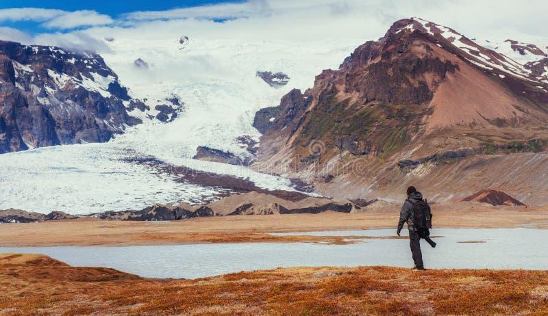 Γραφική θέση φωτογράφων στην Ισλανδία Θαυμασμός του beaut στοκ εικόνα με δικαίωμα ελεύθερης χρήσης