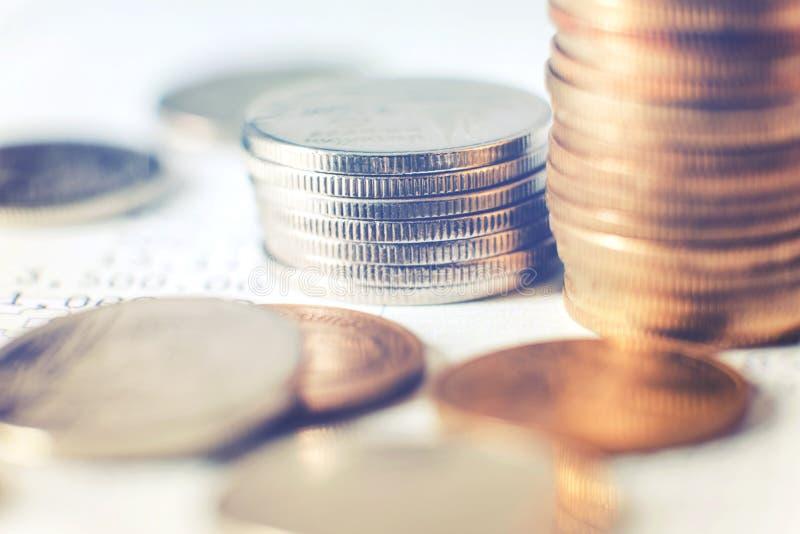 Γραφική παράσταση στις σειρές των νομισμάτων για τη χρηματοδότηση και τις τραπεζικές εργασίες στοκ εικόνες με δικαίωμα ελεύθερης χρήσης