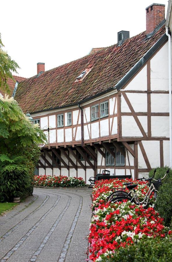 Γραφικός μισό-εφοδιασμένος με ξύλα Λευκός Οίκος, Ystad, Σουηδία στοκ φωτογραφία
