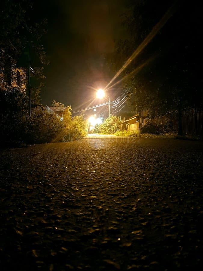 γραφικός ουρανός οδικών βράχων νύχτας δράματος στοκ φωτογραφία