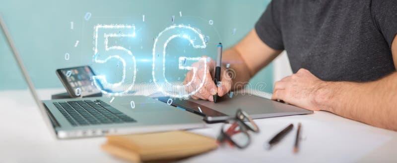 Γραφικός σχεδιαστής που χρησιμοποιεί 5G τρισδιάστατη απόδοση ολογραμμάτων δικτύων την ψηφιακή απεικόνιση αποθεμάτων