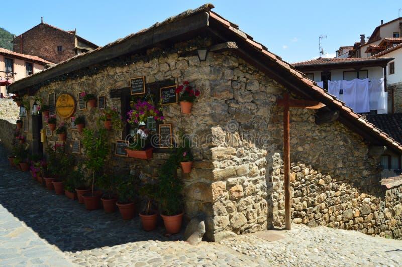 Γραφικό γαστρονομικό κατάστημα τροφίμων στη βίλα de Potes Φύση, αρχιτεκτονική, ιστορία, ταξίδι στοκ φωτογραφίες