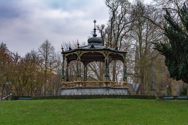 Γραφικό περίπτερο σε Koningin Astridpark στη Μπρυζ, Βέλγιο στοκ φωτογραφία με δικαίωμα ελεύθερης χρήσης