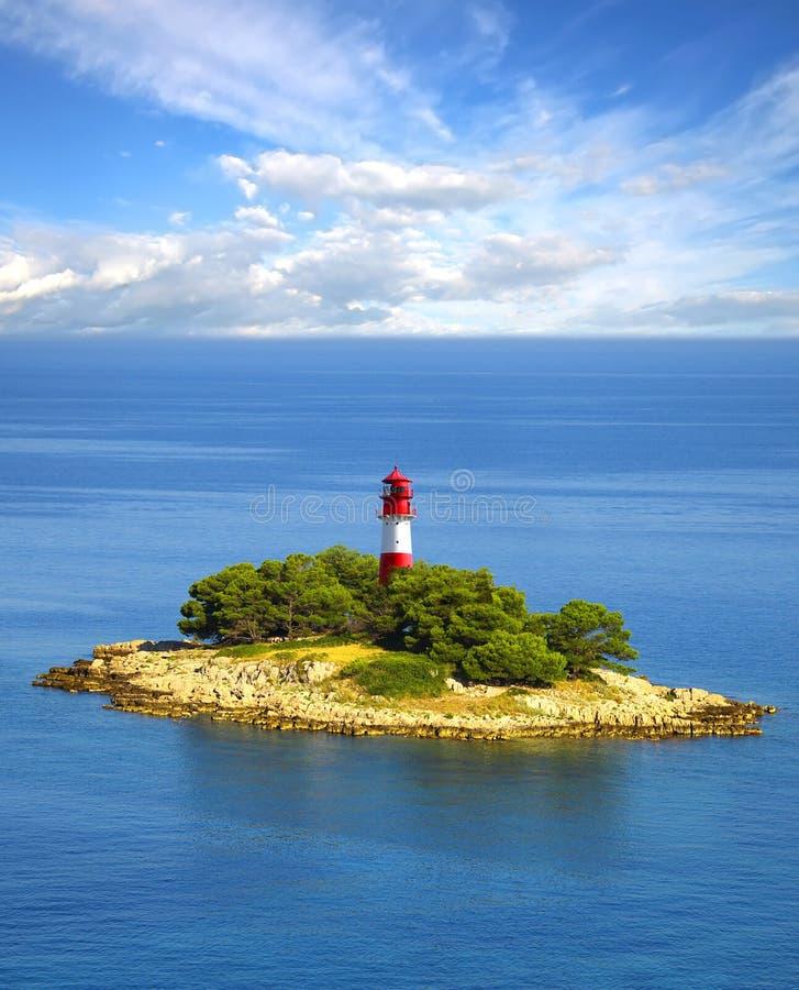 Γραφικό τοπίο θάλασσας με το φάρο στοκ φωτογραφία με δικαίωμα ελεύθερης χρήσης