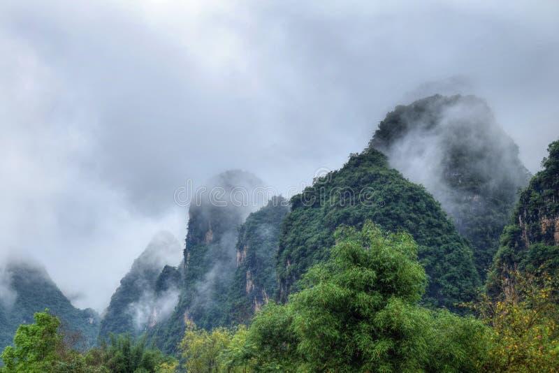 Γραφικό τοπίο του νομού Yangsuo στην Κίνα στοκ εικόνες